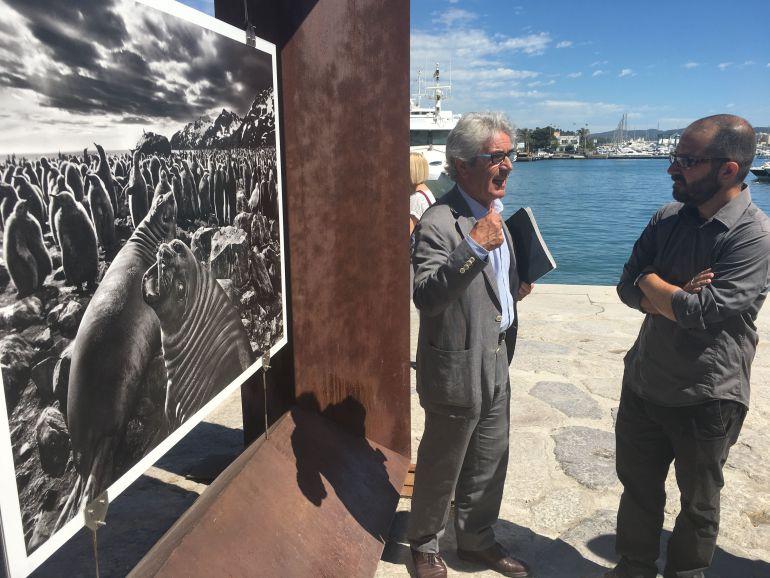 Apertura de la exposición de Sebastiao Salgao en el puerto de Ibiza.