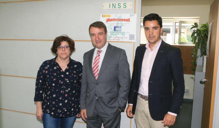 El alcalde de Tres Cantos, Jesús Moreno visita la oficina del INSS