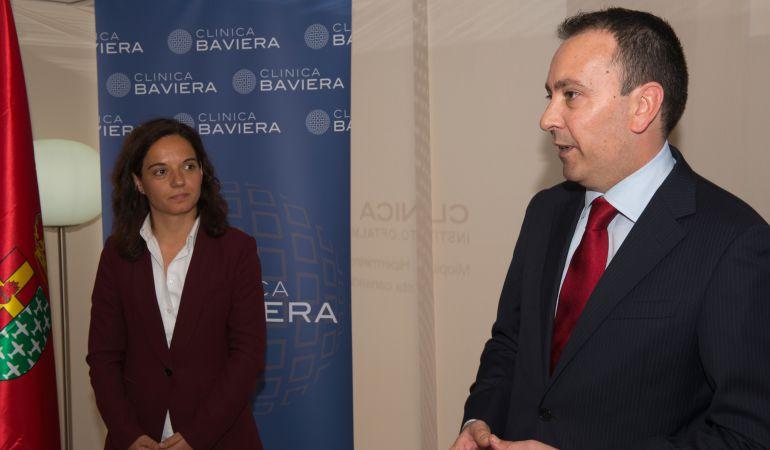 Sara Hernández, alcaldesa de Getafe, y Marcos Buesa, director de Clínica Baviera, han revelado que por las instalacioneas de Getafe han pasado más de 14.500 pacientes