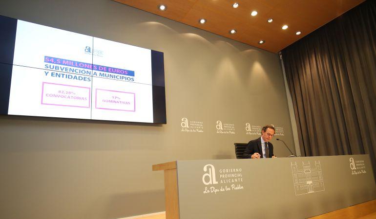El vicepresidente Carlos Castillo, en una de sus comparecencias ante la prensa en la Diputación