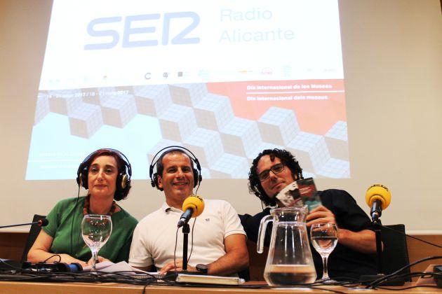 Rosa Castells, directora del MACA y Daniel Simón, concejal de Cultura del Ayuntamiento de Alicante