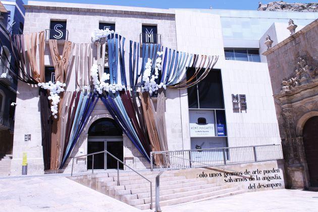 Fachada del MACA adornada para conmemorar el Día Internacional de los Museos