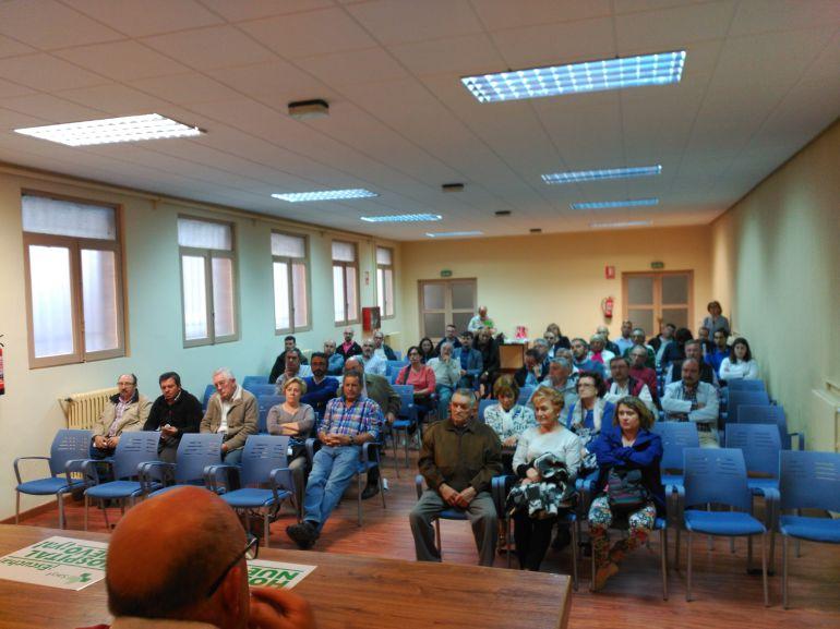 Medio centenar de alcaldes y concejales han acudido a la convocatoria de las Asociaciones de Vecinos de Aranda para movilizarse por el nuevo hospital