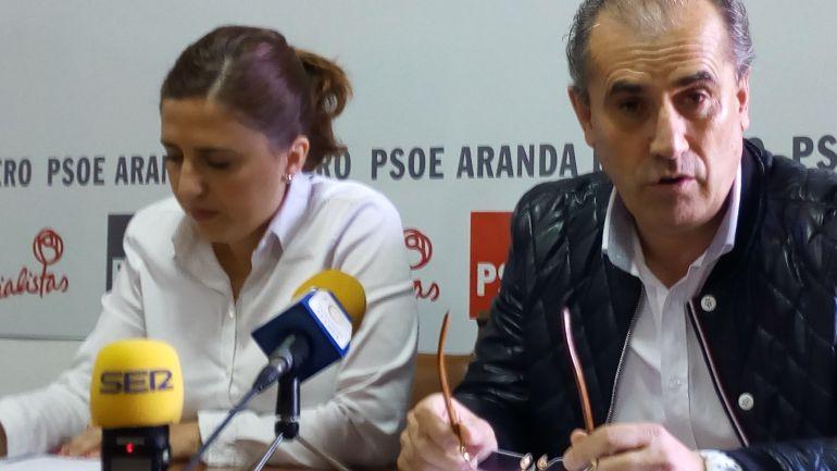 Esther Peña y Luis Briones en la sede de la Agrupación Local Socialista