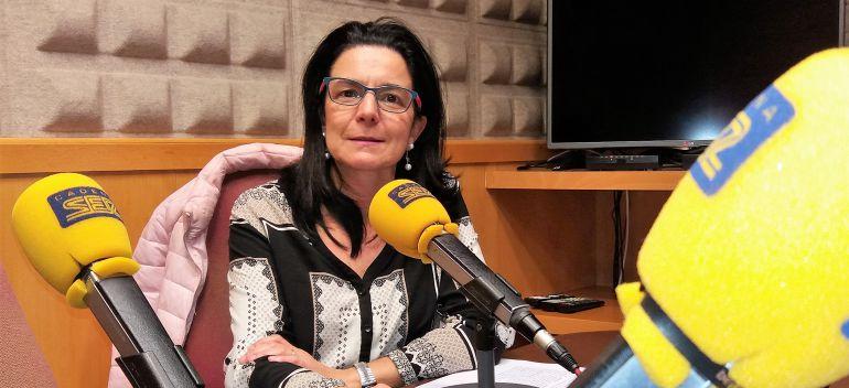 La abogada María José Vallaure en los estudios de Radio Asturias