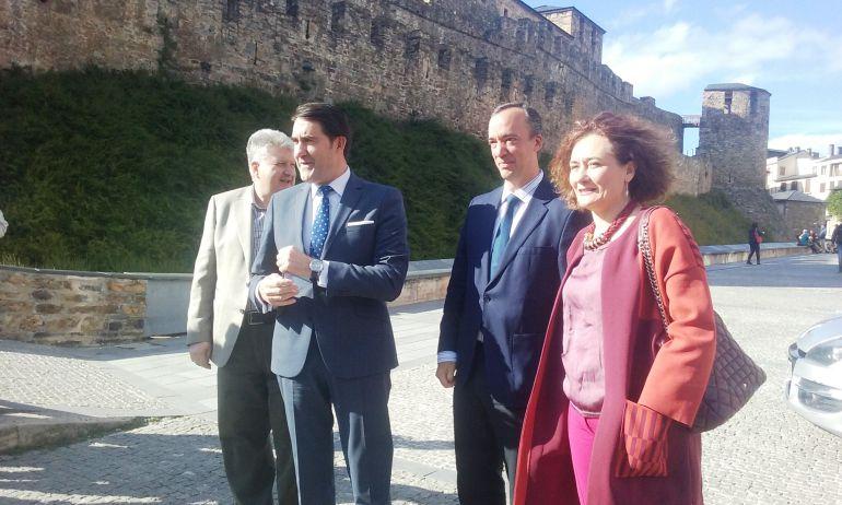 El consejero, Juan Carlos Suárez Quiñones; el exsecretario de Seguridad, Francisco Martínez Vázquez; y la alcaldesa de Ponferrada, Gloria Fernández Merayo