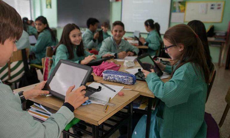 """El """"lazarillo"""" que ayuda en la red a los escolares"""