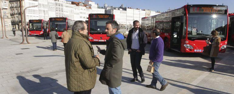 Prada y Xulio Ferreiro presentan nuevos buses urbanos