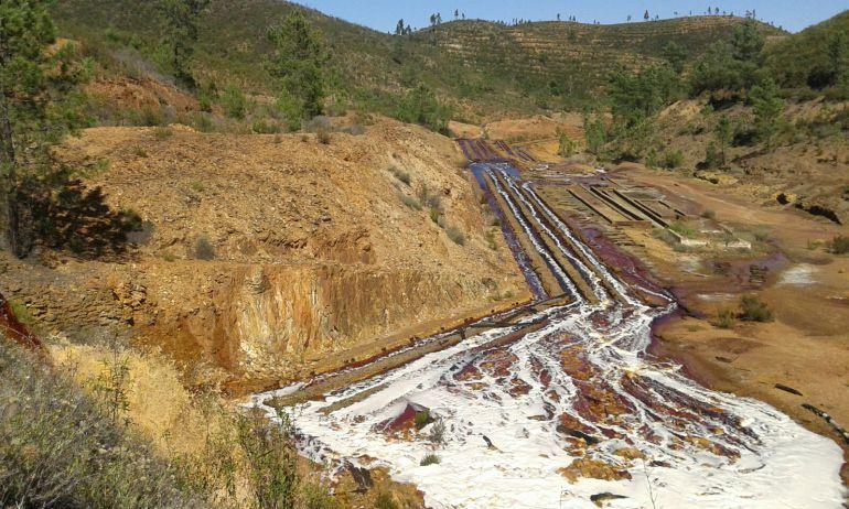 La Junta declara el nivel 1 de emergencia tras el vertido de la mina de la Zarza