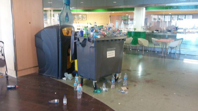 Suciedad en el aeropuerto de Ibiza por la huelga