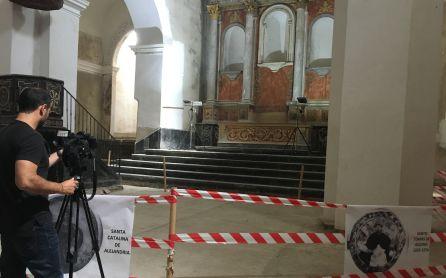 Periodistas inmortalizan la imagen del convento de Santo Domingo.