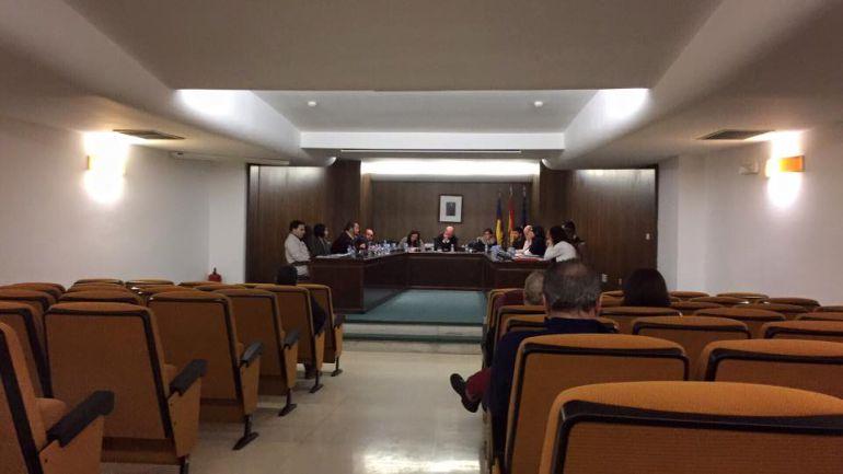 Sesión plenaria en el ayuntamiento de Teulada.