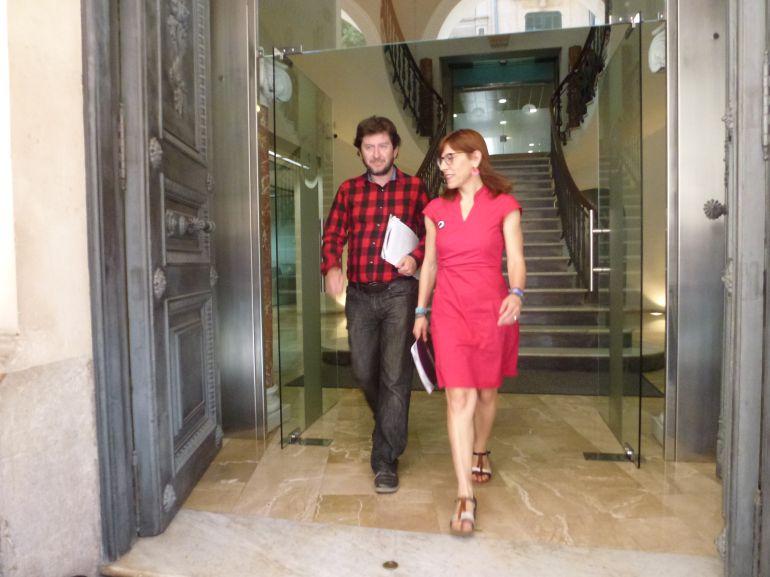 Jarabo y Camargo saliendo juntos este viernes del edificio del Parlament.