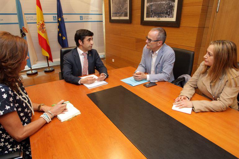 O conselleiro de Política Social, José Manuel Rey Varela, recibiu onte no seu despacho en San Caetano ao alcalde de Ourense, Jesús Vázquez, e á delegada territorial da Xunta, Marisol Díaz Mouteira.