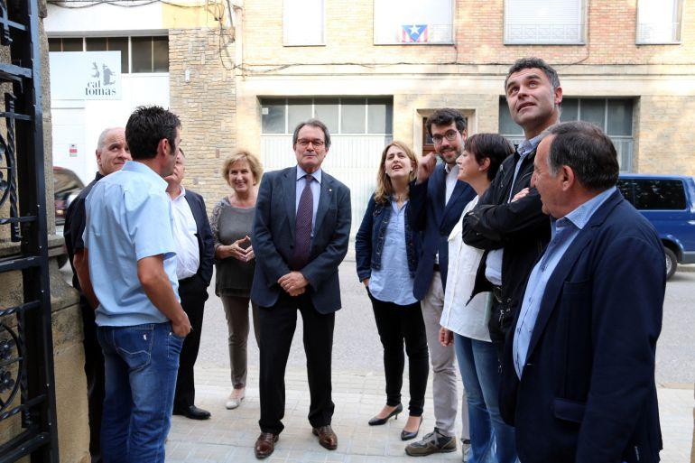 El president del Partit Demòcrata, Artur Mas, arribant a la Pobla de segur amb autoritats de la vegueria del Pirineu.