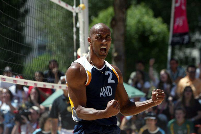 Geni Da Silva celebra un punt amb Andorra.