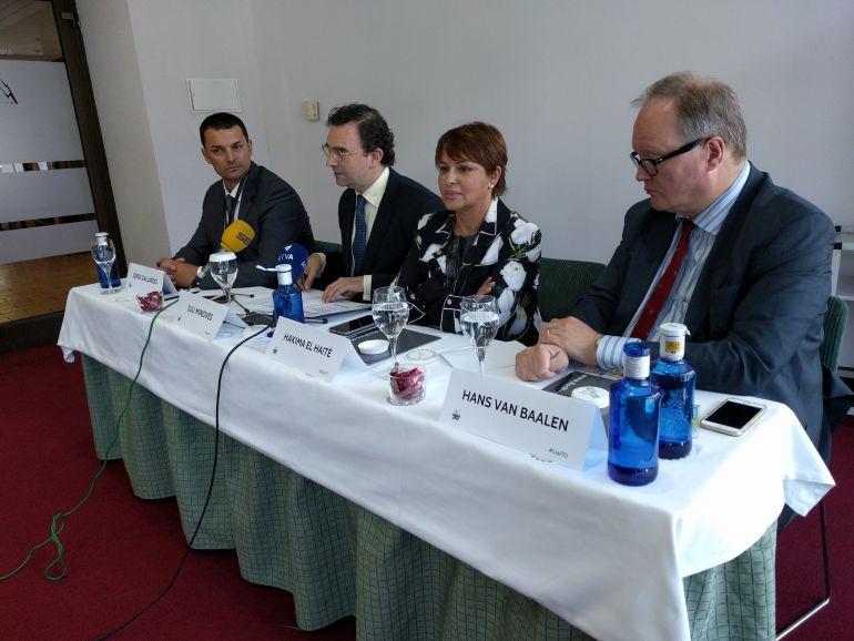 El president d'Ld'A, Jordi Gallardo; el president i la vicepresidenta de la Liberal Internacional, Juli Minoves i Hakima el Haite; i el president de l'ALDE, Han Van Baalen.