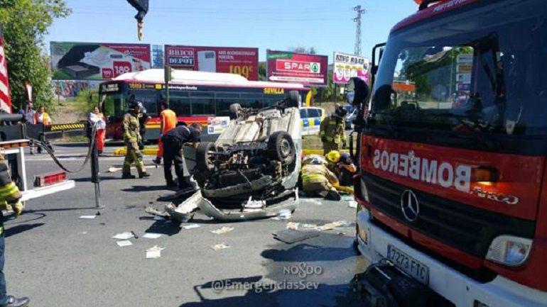 Sevilla Parque Alcosa Accidente tráfico A-4: Fallece una mujer al caer con su vehículo desde la A-4 en Alcosa