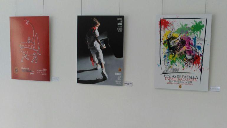 """""""Lazos de fiesta"""", """"Esperando que llegue el día"""" y """"El color de la fiesta"""" , los tres carteles finalistas expuestos en el CCTK."""