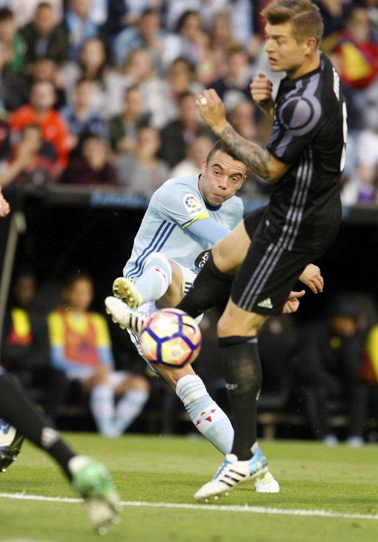 Iago Aspas intenta sorprender a Keylor Navas en el partido contra el Real Madrid