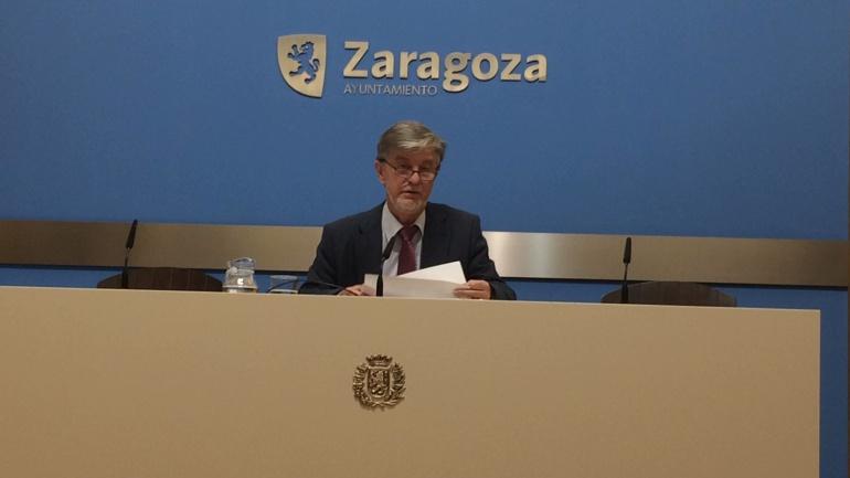 El alcalde, Pedro Santisteve, comparece en la sala de prensa del Ayuntamiento