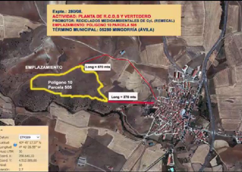 Rodeada de amarillo, la ubicación de la planta de escombros