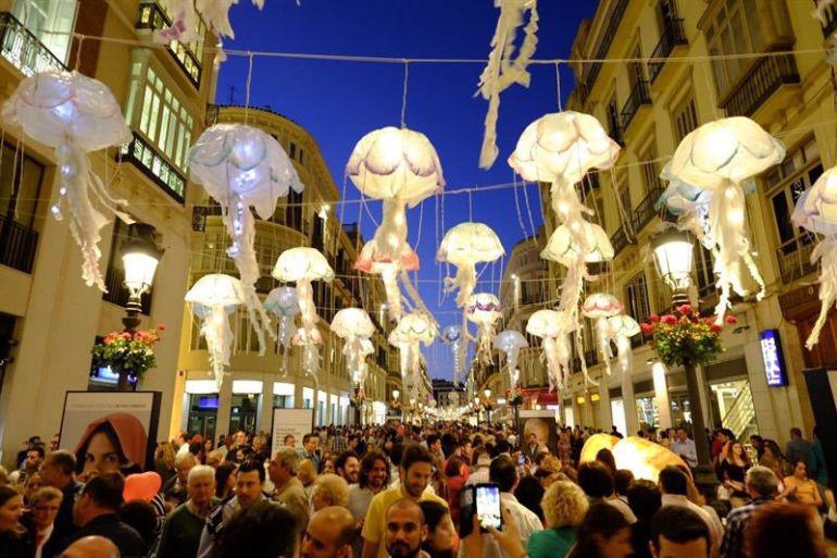 Parte de las recreaciones que se realizan a lo largo de la calle Larios de Málaga
