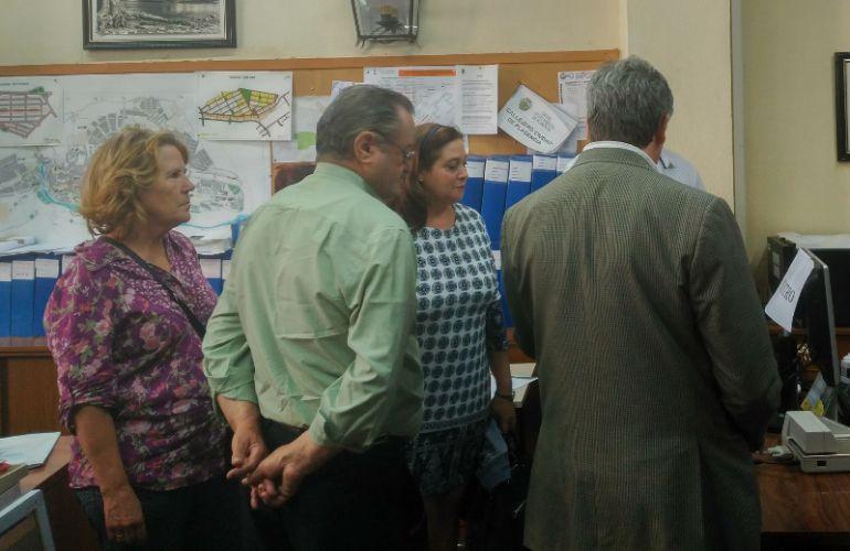 Propietarios y arquitecto de la modificación de la Sierra de Santa Bárbara registran la documentación en el Ayto. de Plasencia