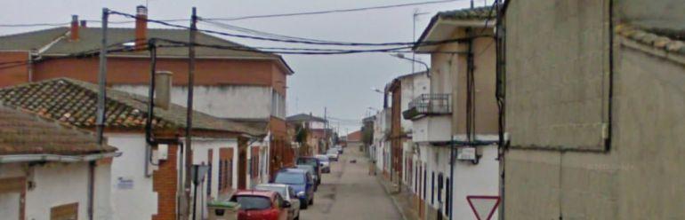Calle de Cazalegas donde un niño de 2 años ha fallecido en su casa al caerle encima una televisión