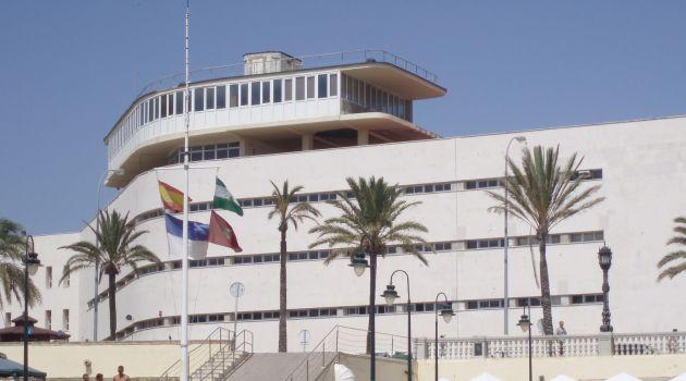 Edificio de Náutica en Cádiz cuando aún funcionaba