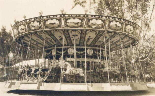 Un clásico: el tiovivo de la Feria del Paseo de la Victoria