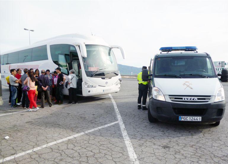 Detienen al conductor de un autobús con 40 pasajeros que sextuplicaba la tasa de alcohol permitida