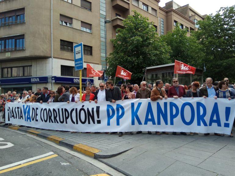 Cientos de personas, concentradas contra la corrupción del PP.