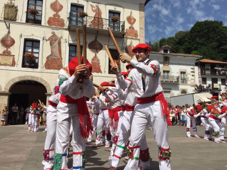 Hondarribia vuelve a bailar danzas vascas