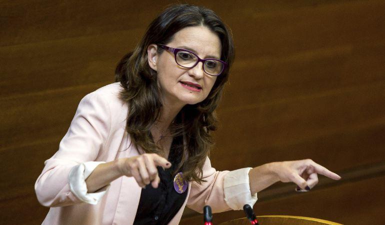 La vicepresidenta del Consell, Mónica Oltra, durante su comparecencia ante el pleno de Les Corts Valencianes para informar sobre el nuevo modelo residencial de infancia y adolescencia en situación de desprotección.