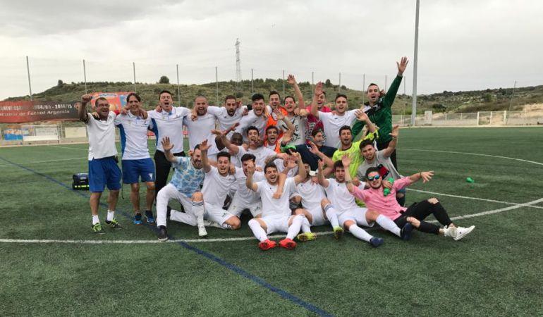 Los jugadores celebran el ascenso logrado el pasado fin de semana