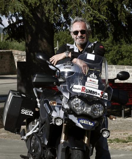 Me llevo a algunos amigos en la moto...