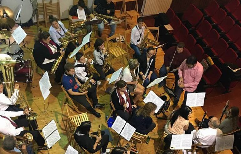 Un ensayo de la Banda de Música de Meira