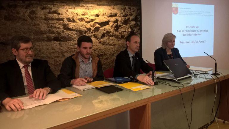 El consejero Javier Celdrán (2d) en la reunión del Comité de Asesoramiento Científico del Mar Menor