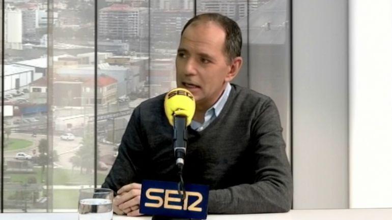 Xavier Labandeira durante una entrevista en Vigo Hoy por Hoy