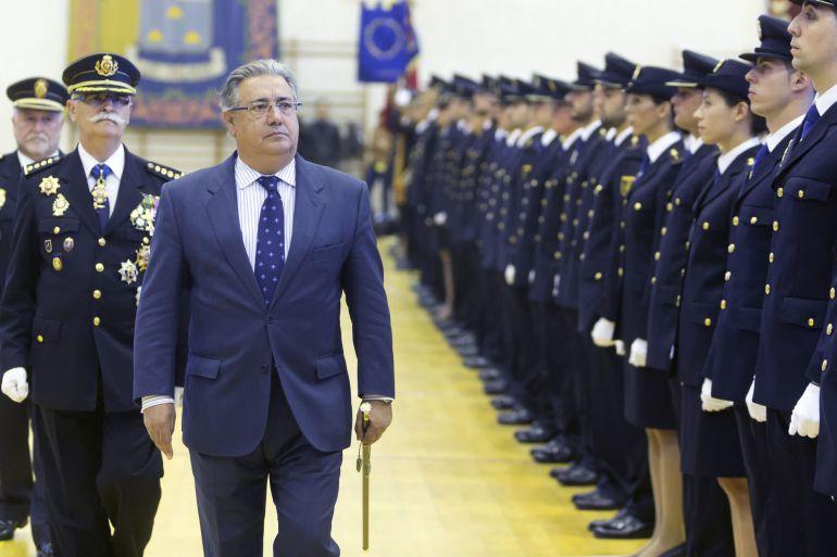 El ministro del Interior, Juan Ignacio Zoido, en la jura de los 259 agentes de la XXXI Promoción de la Escala Básica de la Policía Nacional, en julio de 2017