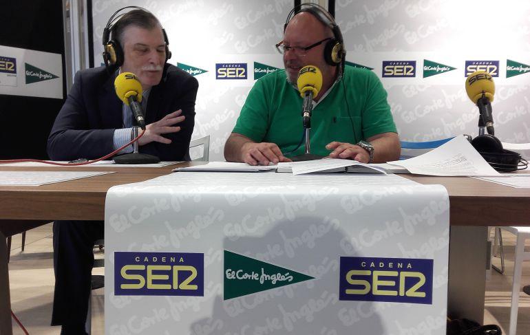 José Antonio Palicio, a la izquierda, durante la emisión del programa