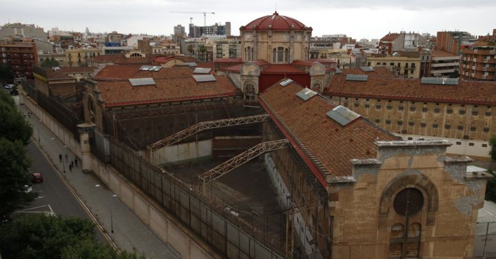 L 39 ajuntament es planteja fer pisos de lloguer a la model for Pisos de lloguer a barcelona