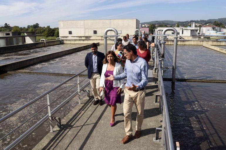 La Conselleira de Medio Ambiente, Beatriz Mato durante una visita a la EDAR de Guillarei que gestiona el Consorcio de Augas do Louro.
