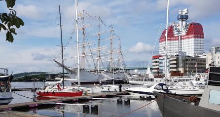 Mi barco-hotel, en el puerto de Goteborg. Preámbulo de sufrimientos campestres sin fin