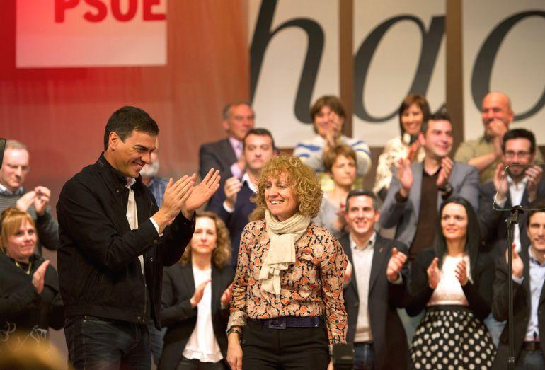 Pedro Sánchez y Eva Díaz Tezanos, en una imagen de archivo durante un acto político celebrado en Cantabria.