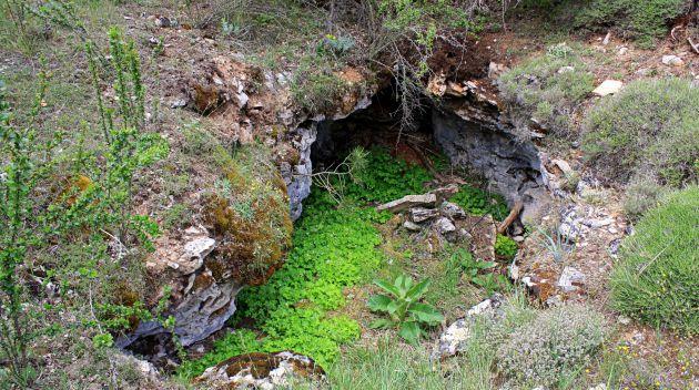 Sumidero en el Monumento Natural de Valsalobre.