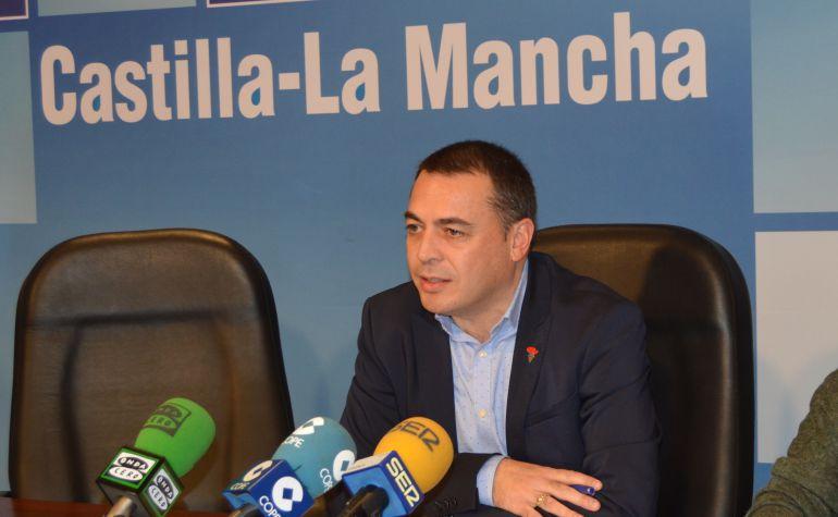 Óscar Martínez, director provincial de Economía, Empresas y Empleo en Cuenca, en un acto en enero de 2017.