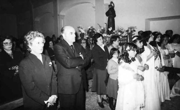 El gobernador civil Antonio Casas en la ermita de San Antonio El Largo en 1980.