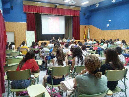 Los alumnos participantes llena el Salon de Actos del Instituto